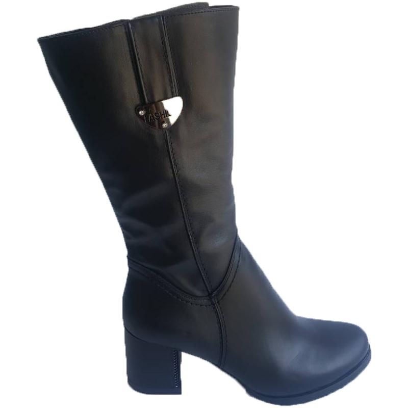 Женские кожаные сапоги «Мадлен» на каблуке, цвет — черный